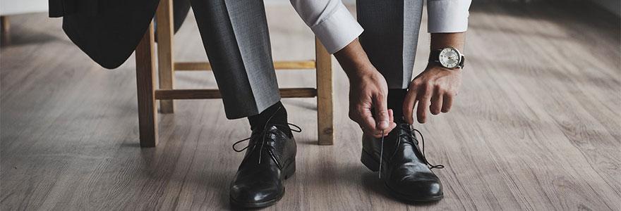 chaussures avec un costume
